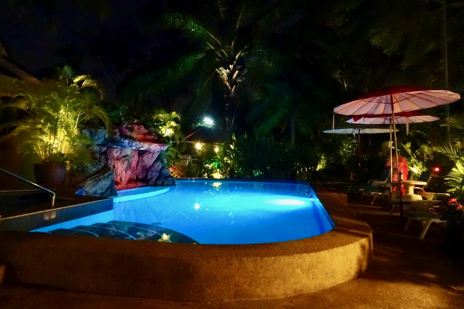 SwimmingPoolByNight
